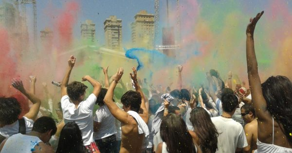 festival-of-colors-2174408_1920