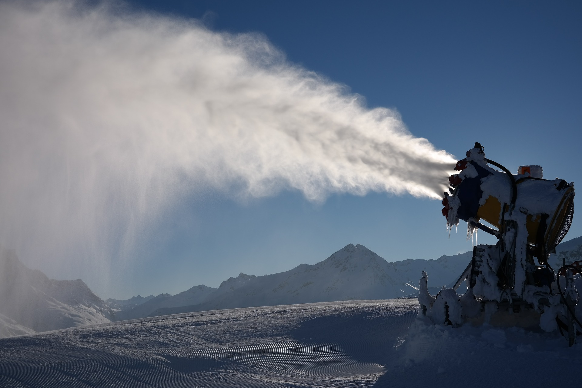 snow-cannon-999283_1920