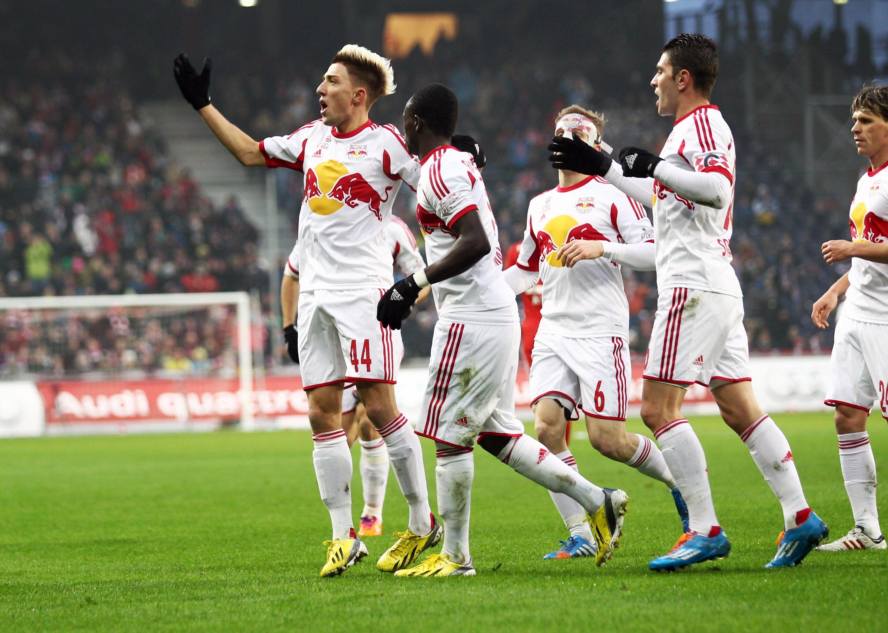GEPA-18011468067 - SALZBURG,AUSTRIA,18.JAN.14 - SOCCER - tipp3 Bundesliga powered by T-Mobile, DFL, 1. Deutsche Bundesliga, Red Bull Salzburg vs FC Bayern Muenchen, friendly match. Image shows the rejoicing of Kevin Kampl, Sadio Mane and Jonatan Soriano (RBS). Photo: GEPA pictures/ Felix Roittner - For editorial use only. Image is free of charge.